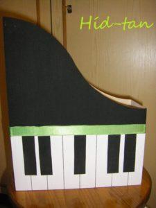 Zongora irattartó